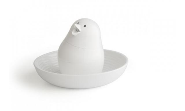 Soľnička s miskou na vajíčko Qual Jib-Jib Shaker, biela-biela